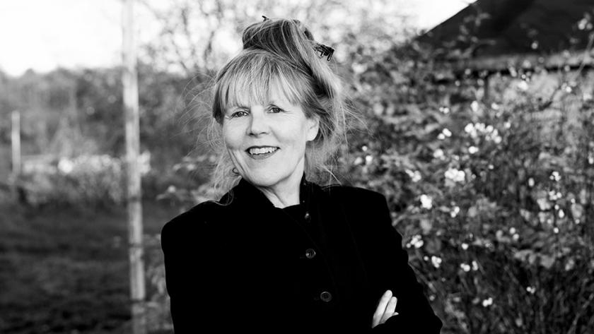 Anna Elisabeth Jessen: smilende kvinde med korslagte arme