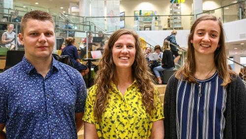 Billede af tre lærerstuderende